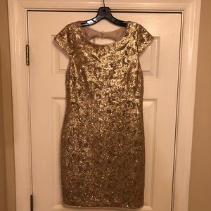 Flattering gold sequin dress!!